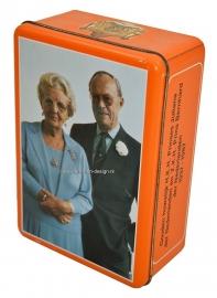 Orange cookie tin of the golden mariage anniversary of  Princess Juliana en Prince Bernhard of the Netherlands