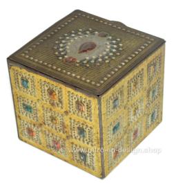Joyero vintage de hojalata en forma de cubo con detalles de gemas
