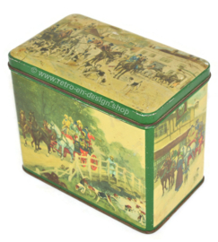 Vintage tea tin by 'De Gruyter' with images of an English fox hunt