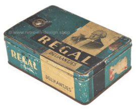 "Vintage rectangular cigar tin from Regal for ""Regal Deliaantjes"" cigars"