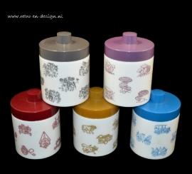 Opaline mocha pots of the 50s / 60s