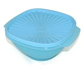 Lichtblauwe TupperwareServalier bowl of Zonnedekschaal met deksel