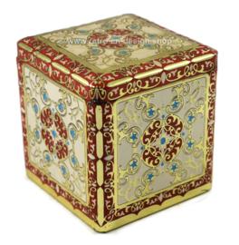 Cube en étain avec décorations en relief en blanc / rouge / or