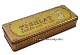 Elongated vintage tin box for TJOKLAT camee pastilles