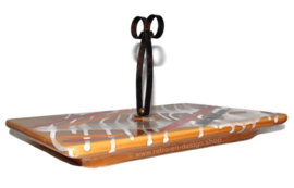 Aardewerk/keramiek geglazuurde tray met ijzeren handvat/postklem