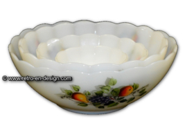 Set of four scalloped bowls, Arcopal Fruits de France