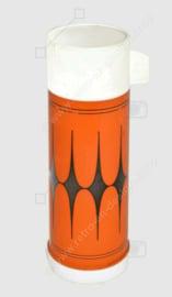 Vintage orangefarbene Plastikthermosflasche mit schwarzem Sternchen muster und weißer Kappe / Tasse