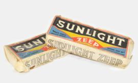 Twee dubbelstukken Sunlight zeep in verpakking gevouwen