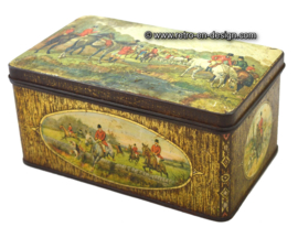Vintage tin with hunting scenery 1920 - 1960