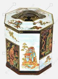 Vintage Peek, Frean & Co. Ltd Keksdose in Form einer Teekiste, dekoriert im orientalischen Stil, um 1950