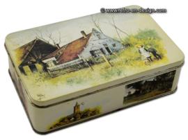 Blikken koektrommel met afbeelding 'het blauwe huis te Ouddorp' van Rien Poortvliet