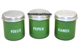 Conjunto antiguo de tres recipientes de esmalte verde reseda para hierbas / especias