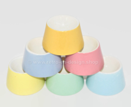 Steingut Geschirr, verschiedene pastellfarbene Vintage Eierbecher Modell Hoenderloo