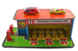 Oude vintage blikken Russiche speelgoed garage met auto's