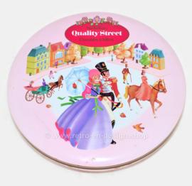 Lata vintage redonda de chocolates y toffees Quality Street de Mackintosh