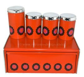 Papelera y contenedores de almacenamiento naranja, diseño Patrice van Uden, marca Brabantia