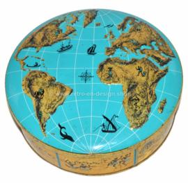 Wereldblik, vintage blikken koektrommel met op deksel wereldkaart in reliëf