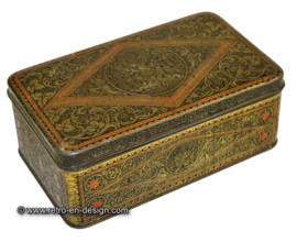 Red/golden tin box, embossed, for tobacco by Niemeijer
