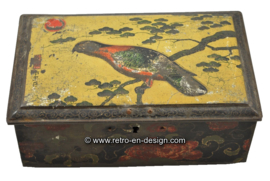 Vintage oriental tin teabox with bird