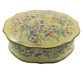 Round cookie tin with scalloped edge and pastel-colored floral decor for Verkade