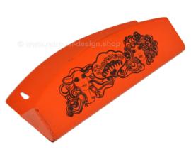 Bandeja de peine vintage de hojalata naranja fabricada por Brabantia con cabezas de mujer
