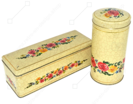 Crèmekleurige beschuitbus en peperkoekblik met bloemen en craquelé motief voor VERKADE