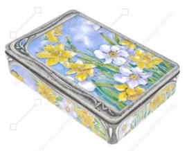 Boîte étain en relief avec jonquilles de style Art nouveau de Churchill's Confectionery Ltd