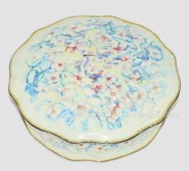 Lata redonda para galletas con borde festoneado y decoración floral en colores pastel para Verkade