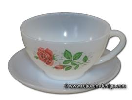 Tasse und Untertasse Arcopal mit Rosen