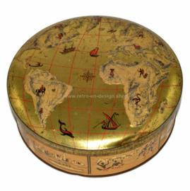 Vintage blikken koektrommel met op deksel wereldkaart in reliëf