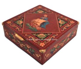 Vierkante blikken rode trommel met zeilschip en relief, handgreepje en pootjes
