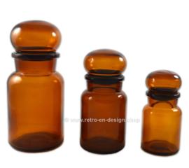 Ensemble de trois pots de pharmacie en verre brun rond