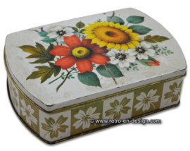 Vintage blik met diverse zomerbloemen, container made in GT Britain
