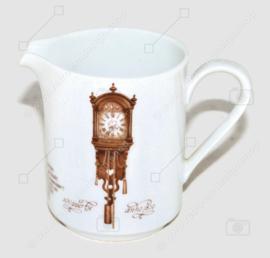 Milchkännchen aus Porzellan mit dem Bild eines Skippers (Uhr). Herausgegeben von Nutroma / Mitterteich Porzellan (Uhrengeschirr)
