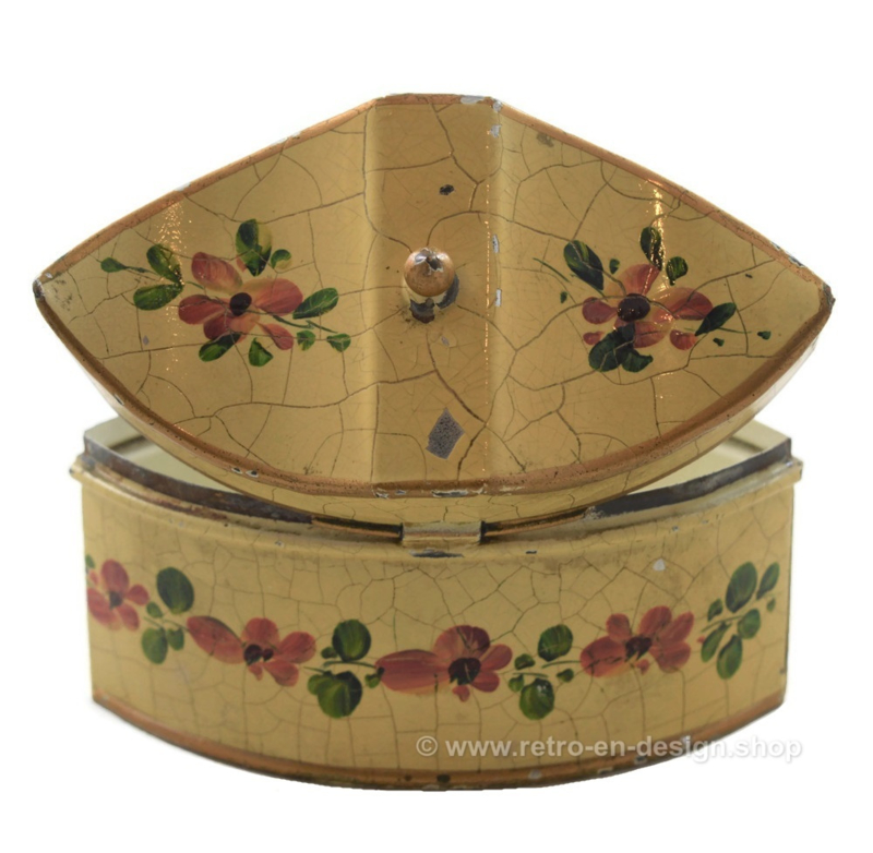 Vintage tin with floral decoration in crackle and hinged lid