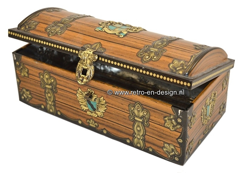 Wood structure vintage tin casket with escutcheon in green/gold