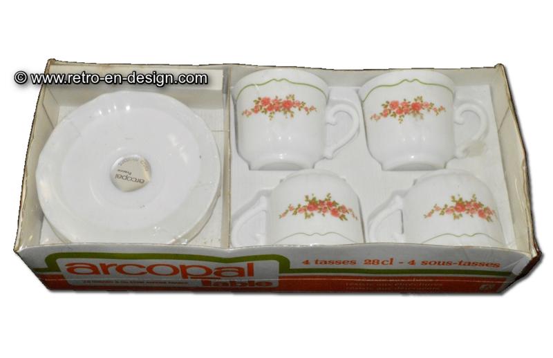 Vintage Arcopal Table, 4 Tasse und Untertasse neu in Verpackung