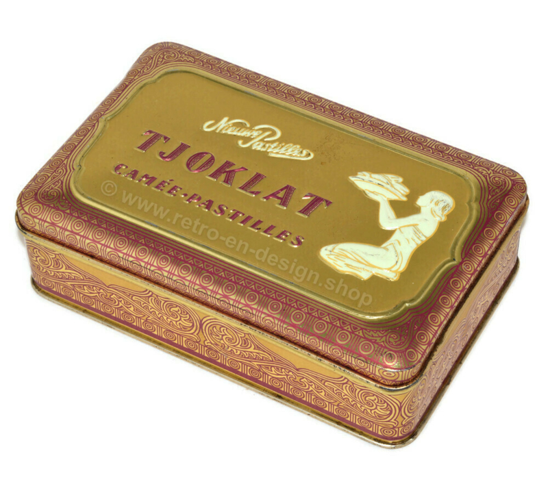 Rectangular vintage tin for TJOKLAT cameo pastilles with purple-gold decoration and kneeling woman with bowl of cocoa beans