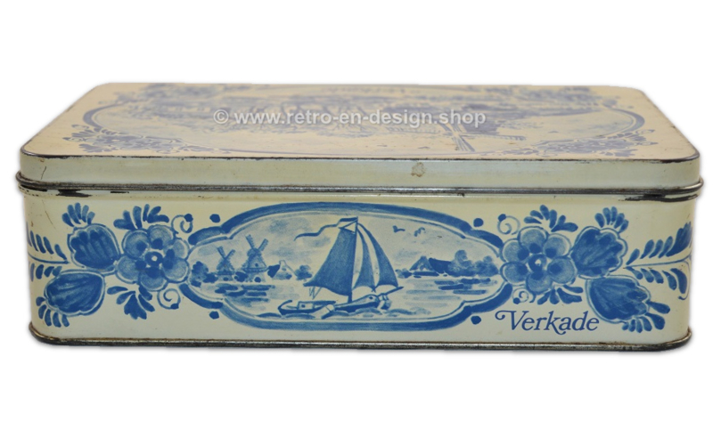 Biscuit tin by Verkade with a Delft blue appearance