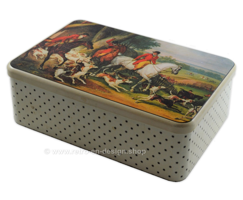 Large size tin by Massilly France with a hunting scene, painting by Carle Vernet