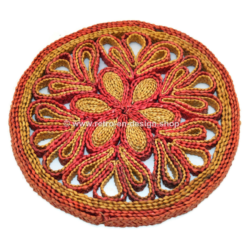 Set of three vintage raffia/wicker trivets in various colours, 60s and 70s