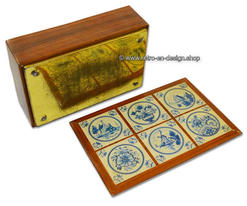 Vintage tin box, Delftware with wood pattern