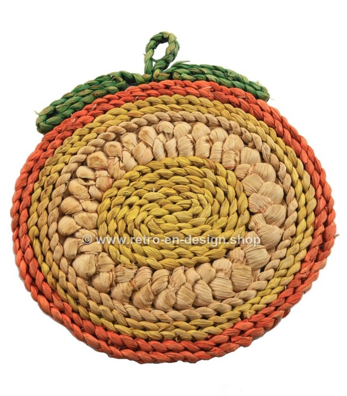 Vintage raffia/wicker apple trivets in different colours, 60s-70s