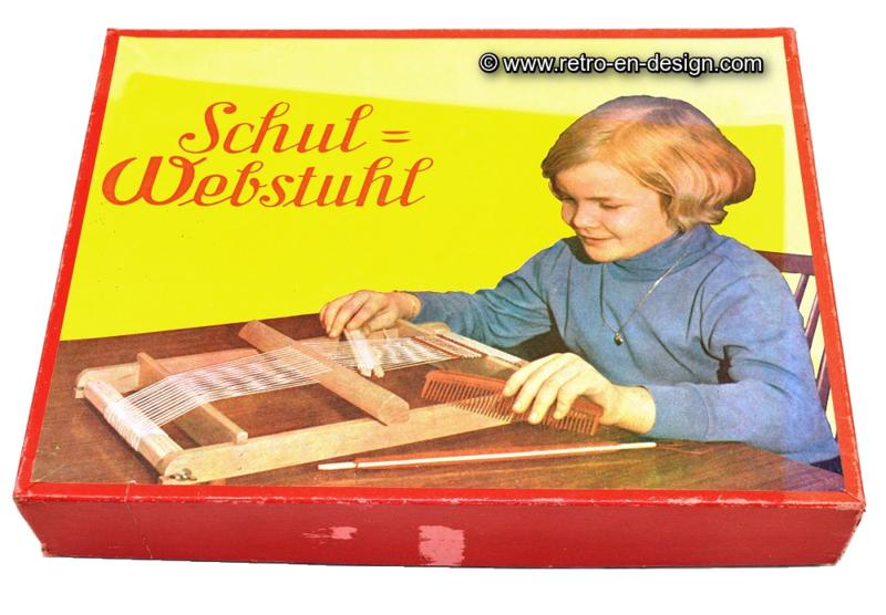 Hand weaving with weaving frame • Steinach • 1955. Schul = Webstuhl