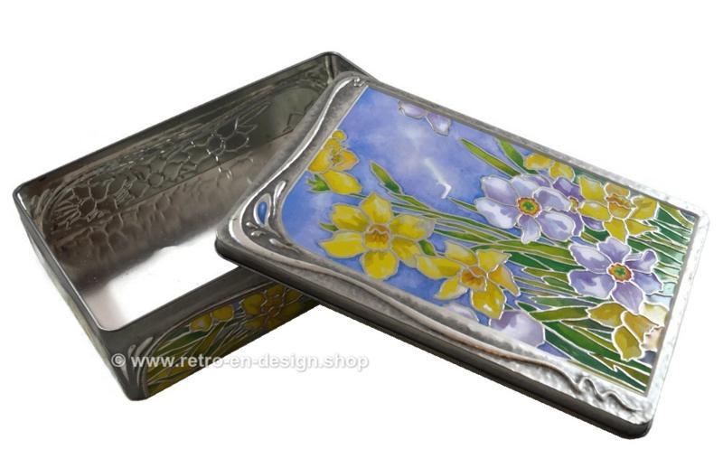 Blik in reliëf met Narcissen, Churchill's Daffodils