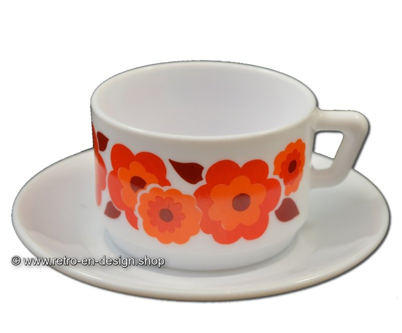 Vintage Arcopal France LOTUS koffiekop en schotel, Oranje/rood