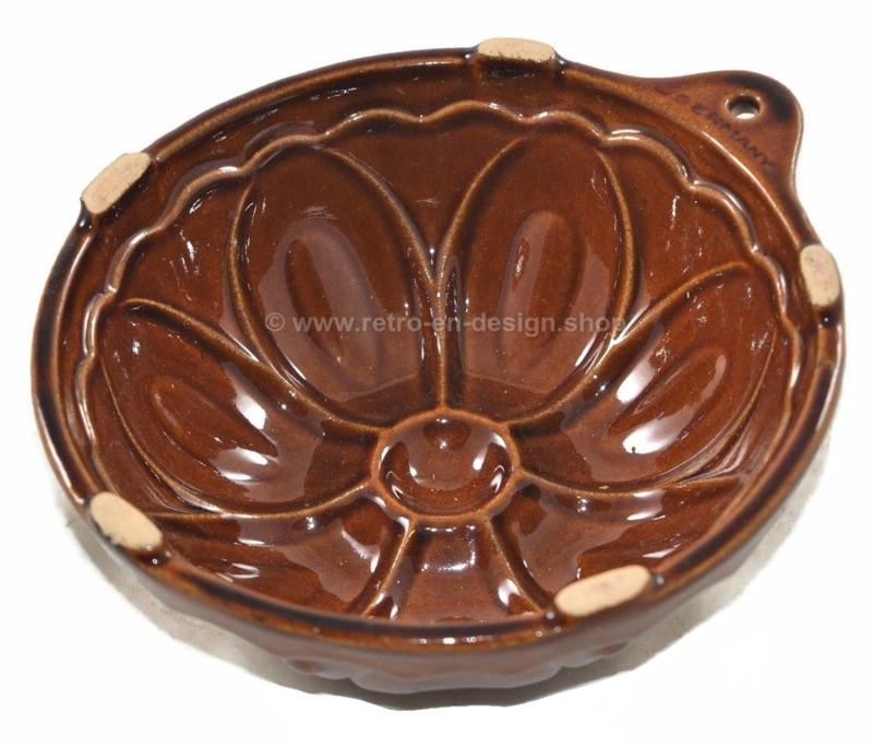 Vintage West-Germany bruine aardewerk puddingvorm in bloemvorm