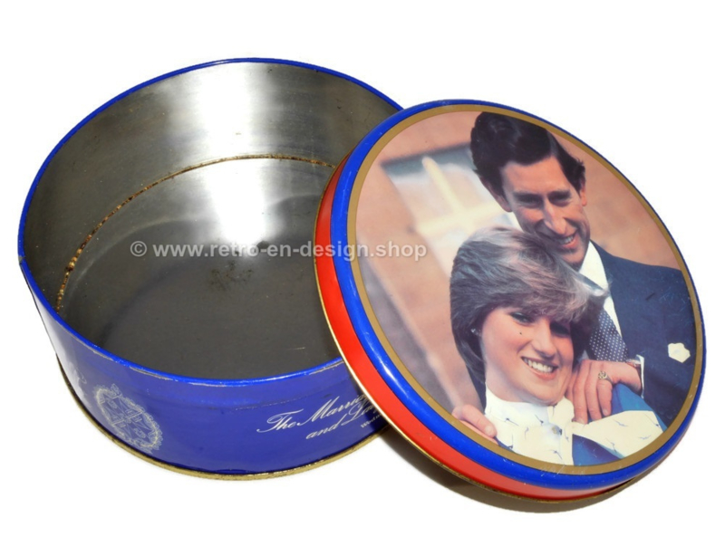 """Vintage biscuit tin """"Marriage Charles & Diana"""" from 1981"""