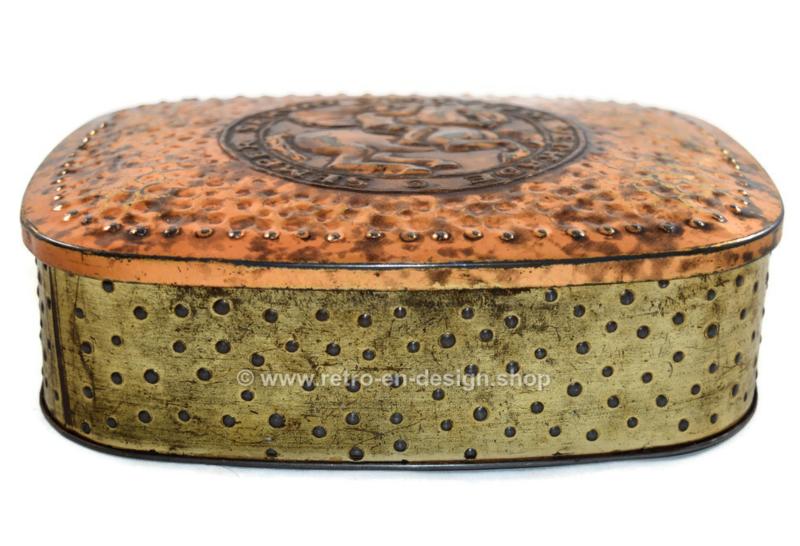 Vintage biscuit tin made by Verkade. Semper Servat Virtvtem