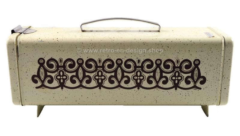 Vintage crémekleurig gespikkeld koekblik van Brabantia voorzien van decoratie